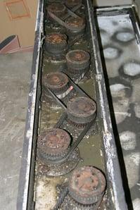 Wet deburring machine