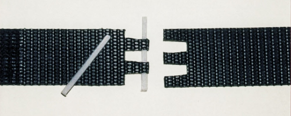 Laced hinge conveyer-belts are easy to change.